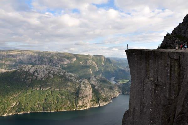 挪 威 峽 灣 。