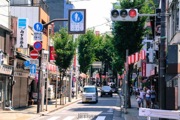 神樂坂街頭。