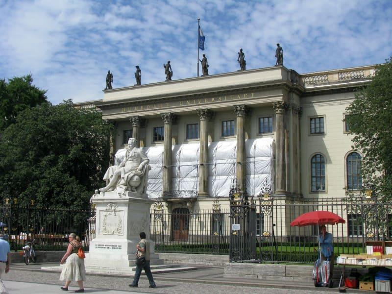 洪 堡 大 學 。