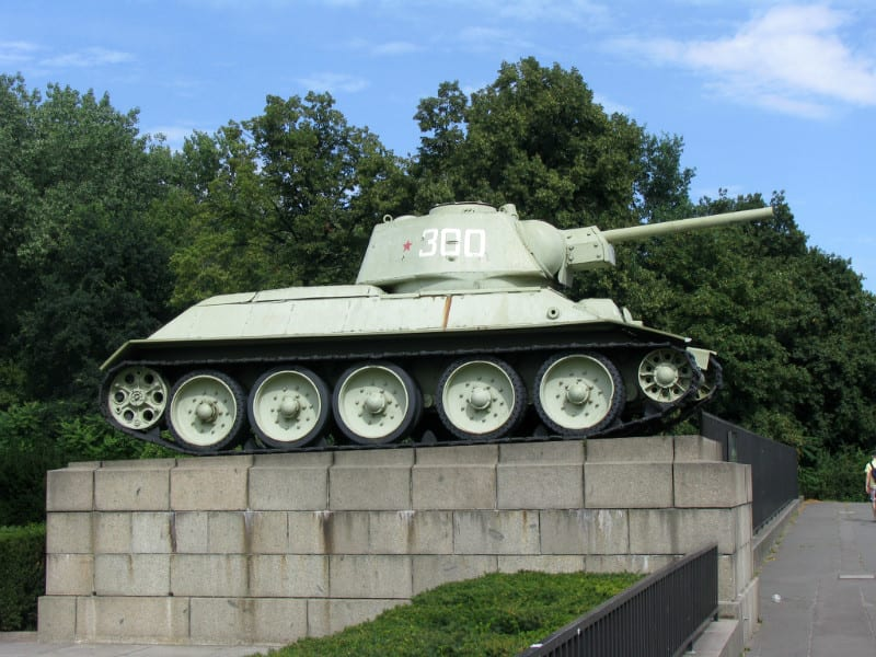T-34 坦 克 。