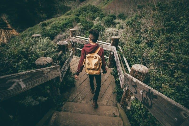 descent-descend-hike-backpack-backpacker-asian