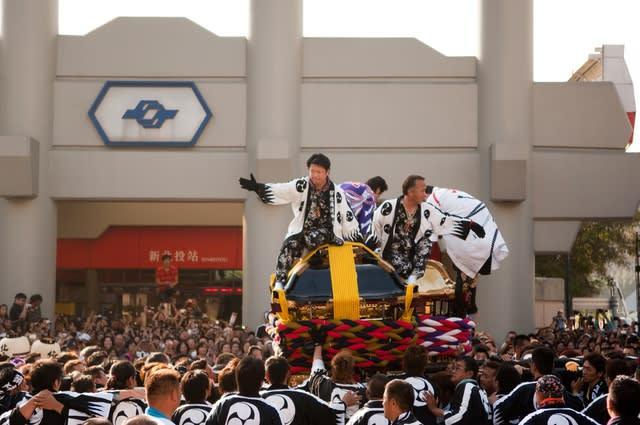 2011年北投溫泉季邀請日本松山寺大神轎,進行特殊的撞轎表演。(圖片來源/台灣觀光年曆網站)
