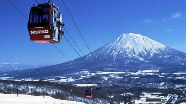 新 雪 谷 町 滑 雪 場 。