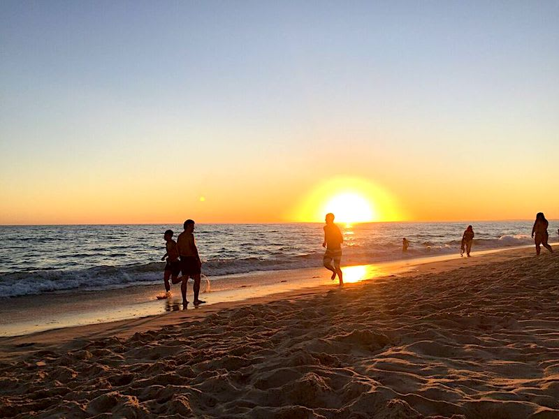 Praia de Faro有絕美的夕陽景色。Photographer | Serina Su
