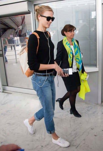 圖片來源:glamour 百搭白布鞋