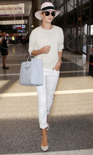 fashion-2015-07-rosie-huntington-whiteley-airport-outfit-style-main