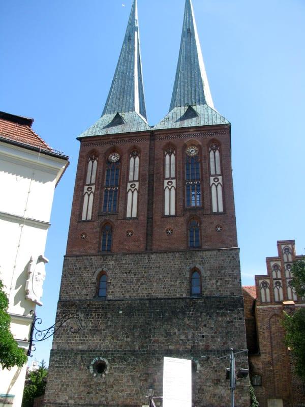 柏林圍牆 尼 古 拉 教 堂 。