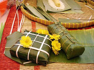 方 粽 與 圓 粽 。 圖 片 來 源 :農 民 學 院。