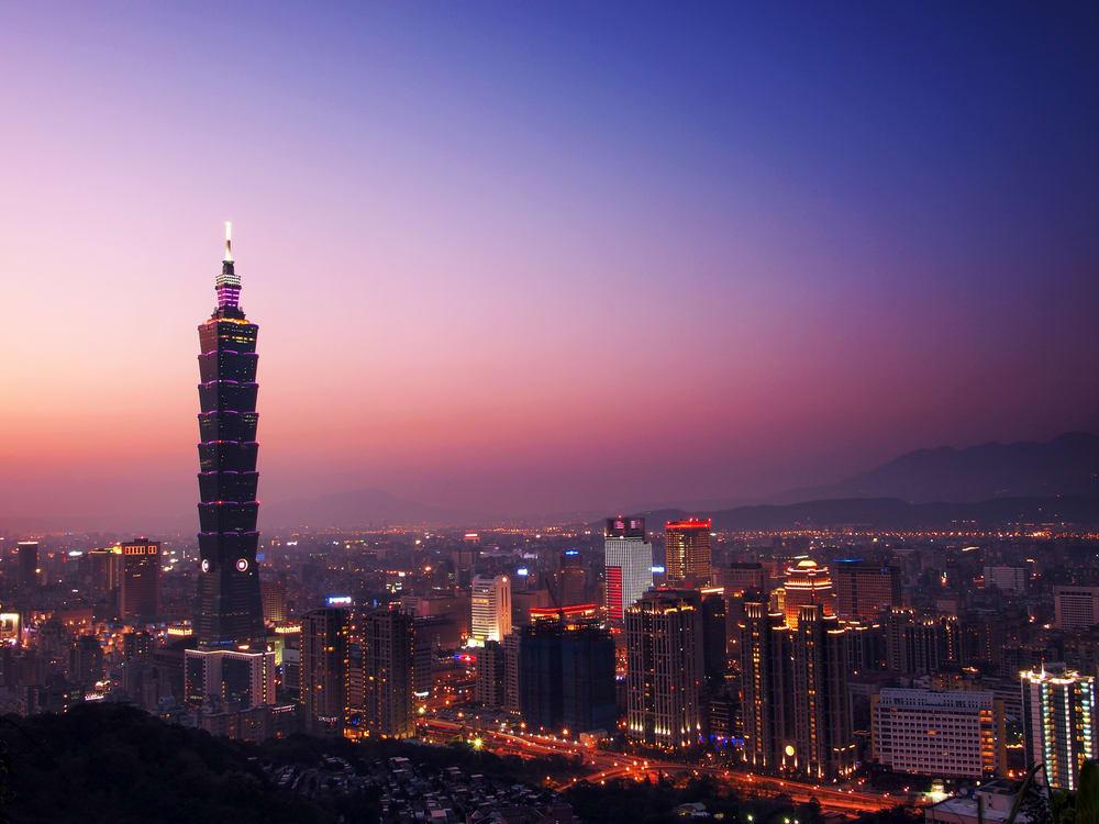 週 日 紫 艷 的 台 北 101
