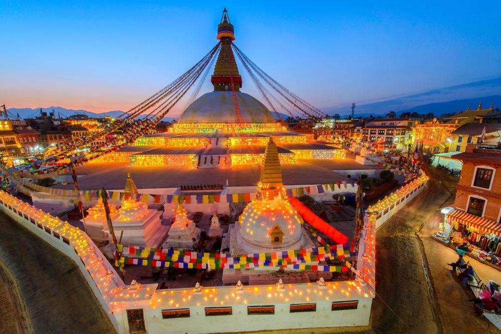 布 達 納 特 神 廟 , 為 尼 泊 爾 佛 教 的 最 大 殿 堂