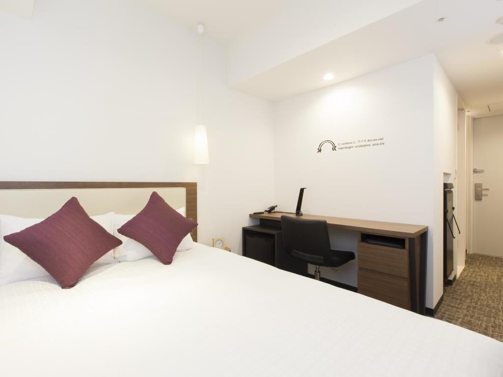 房間雖然狹小,但整體來說非常乾淨便利。|來源:agoda