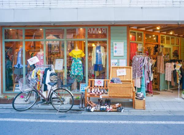 下 北 澤 的 古 著 店。