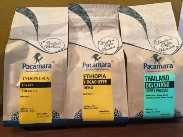 Pacamara 店 內 自 產 的 咖 啡 豆 。