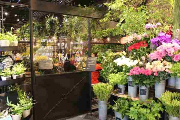 Aoyama Flower Market Tea House:咖 啡 店 與 花 店 的 浪 漫 結 合 。