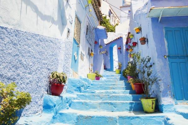 舍 夫 沙 萬 有 「 藍 街 」 之 稱 。