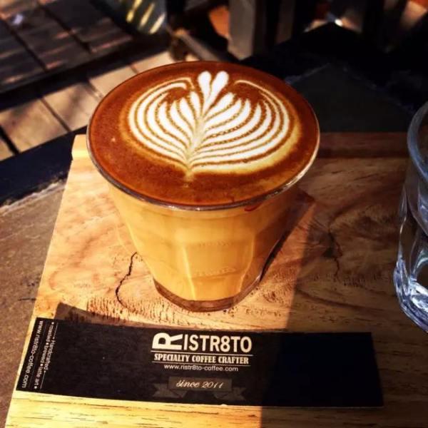 超 級 高 顏 值 拉 花 piccolo latte 7 8 泰 銖 。