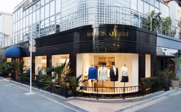 ? 同 品 牌 的 服 裝 店 。