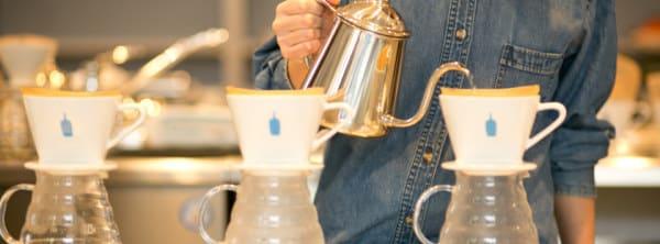 除 了 一 般 義 式 咖 啡 外 , 也 提 供 手 沖 咖 啡 。