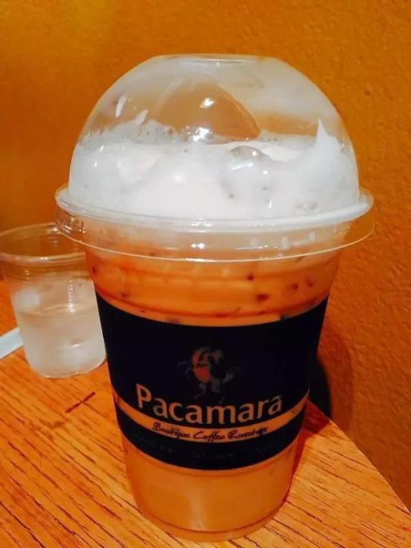 泰 式 冰 咖 啡 。