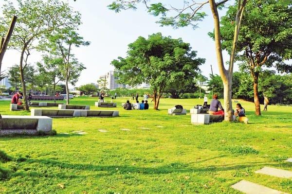假 日 最 適 合 來 野 餐 的 華 山 公 園