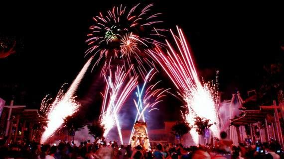 biểu diễn pháo hoa tại hồ hollywood