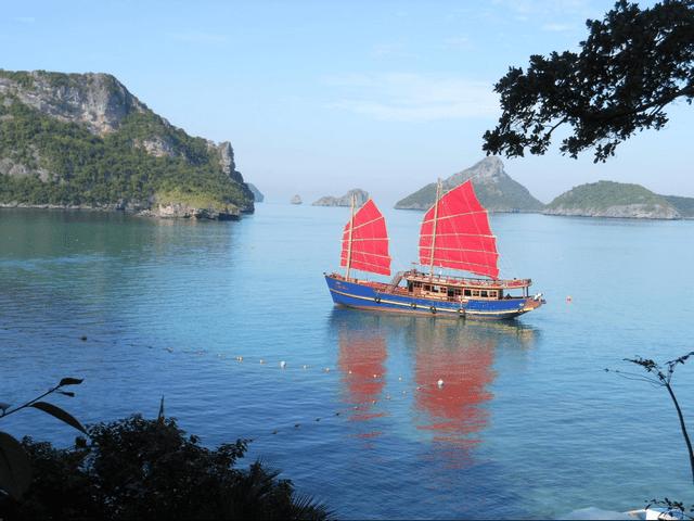 thuyền buồm truyền thống red baron của thái lan