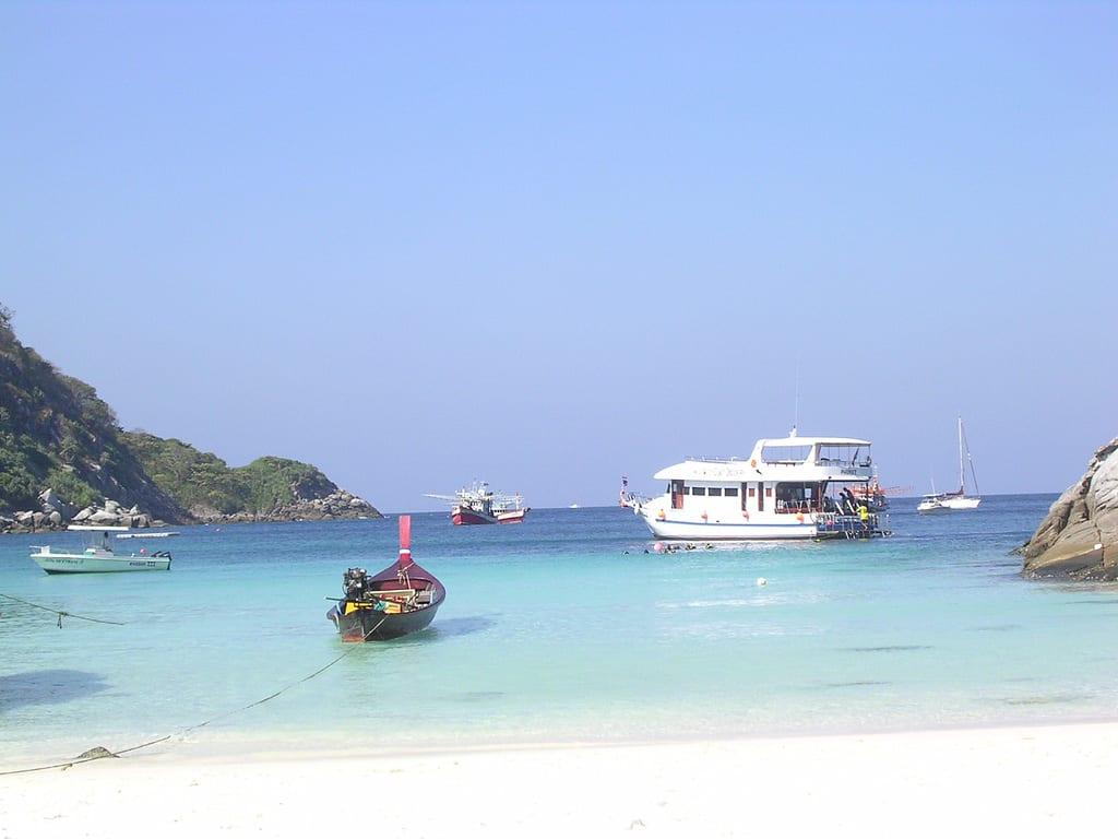 thuyền ở đảo raya thái lan