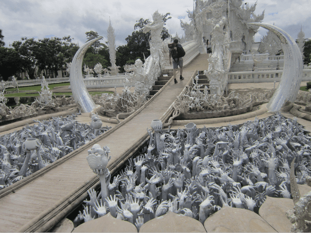 pit of arms tại chùa trắng chiang rai
