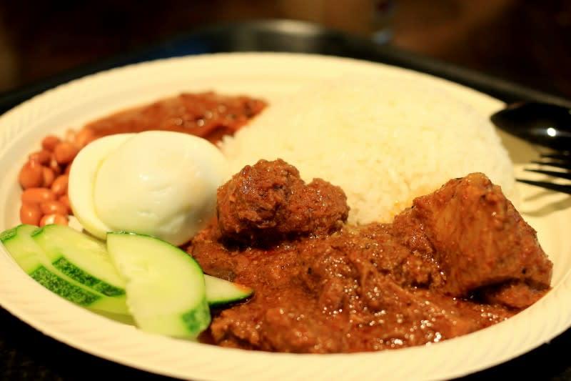 kampung nasi lemak là một trong những quán ăn có chứng nhận halal ở sentosa
