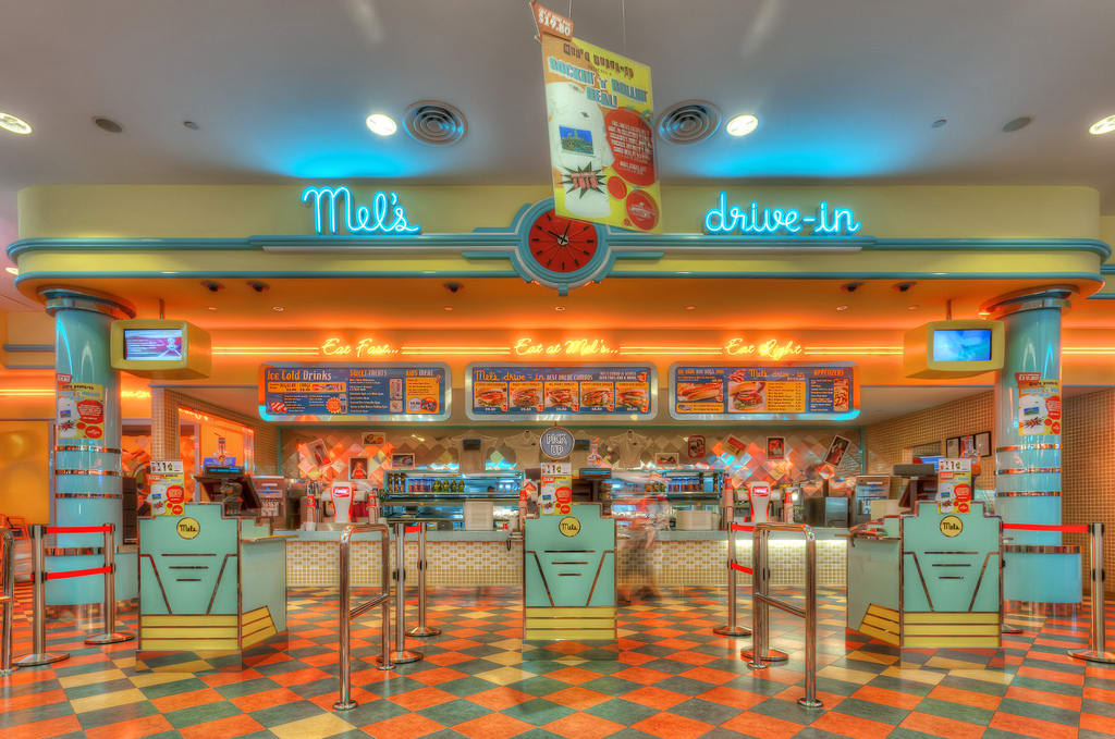 mel's drive-in là một trong những quán ăn có chứng nhận halal ở sentosa