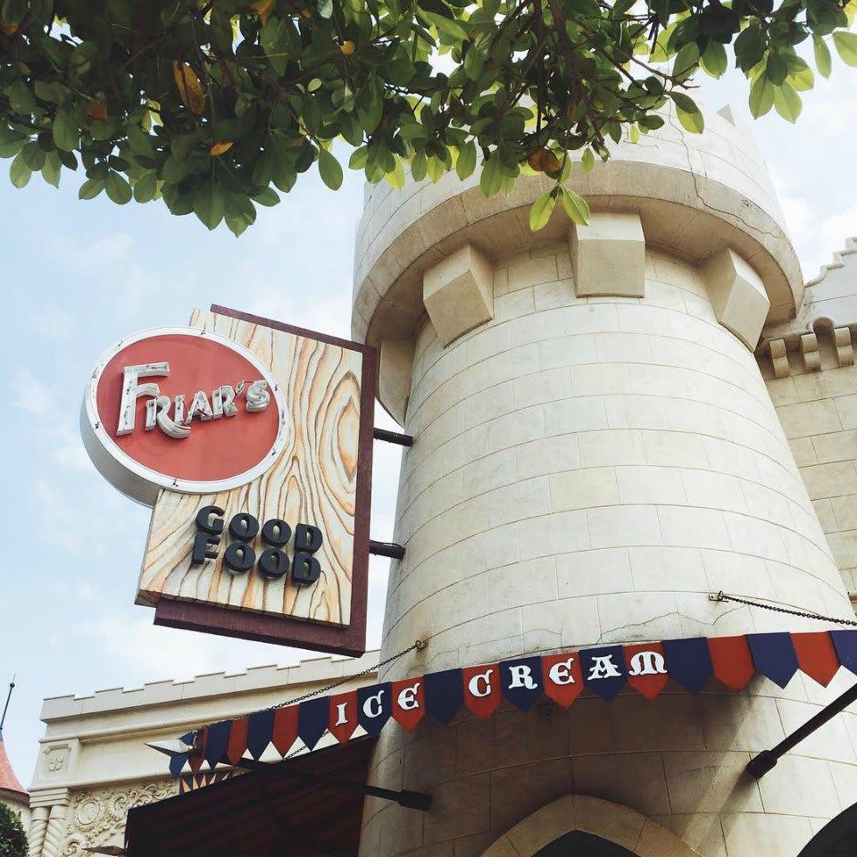 quán ăn có chứng nhận halal ở sentosa: friar's