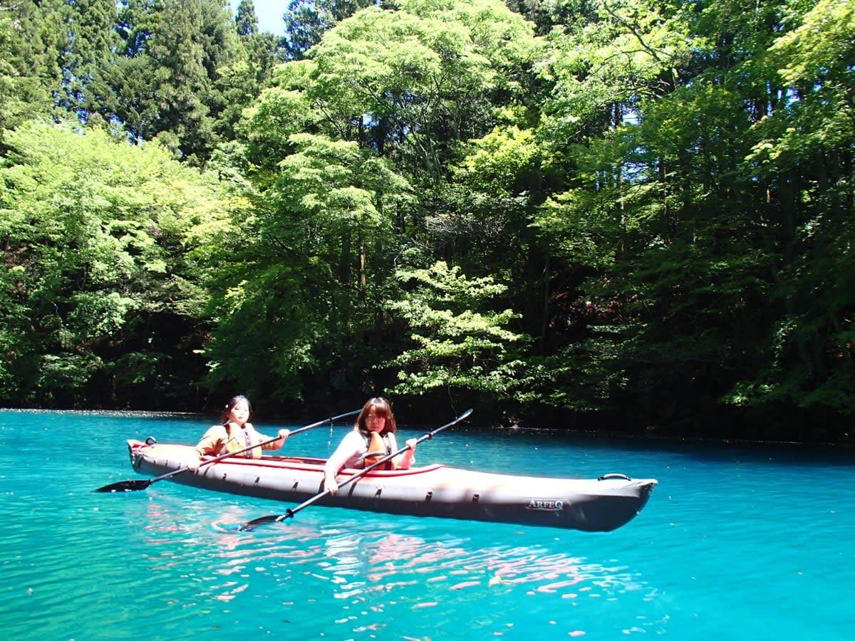 chèo bè trong hồ khoáng nóng là một ý tưởng hẹn hò ở tokyo