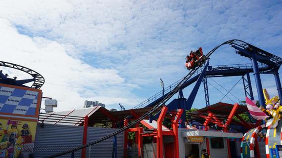 chơi tàu lượn ở fuji-Q island là một ý tưởng hẹn hò ở tokyo