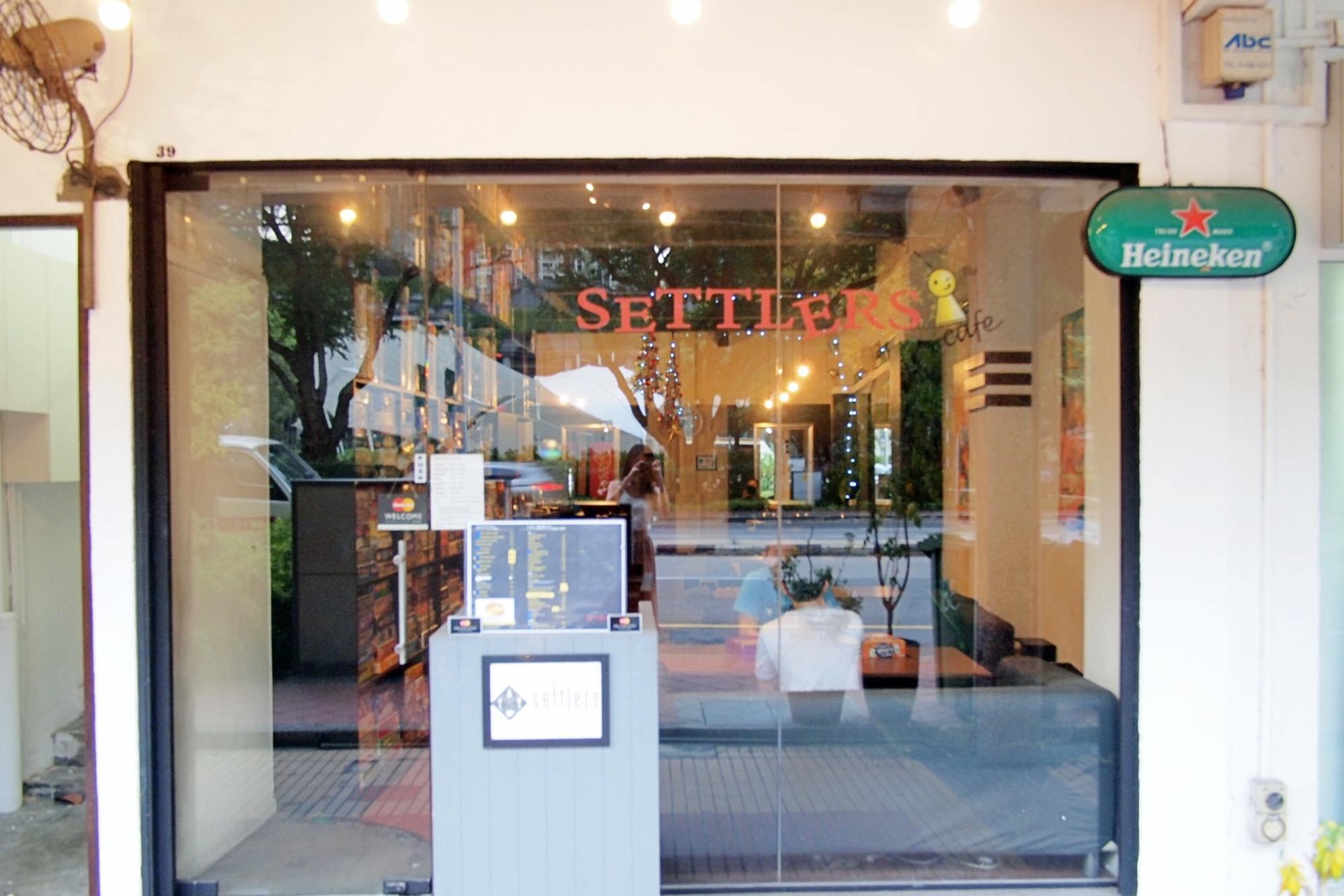 quán cafe ở singapore: cafe boardgame settler's cafe