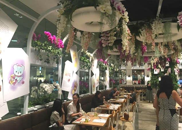 quán cafe ở singapore: quán hello kitty orchid garden