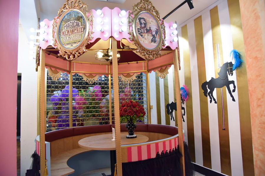quán cafe ở singapore: nội thất quán oh my tian