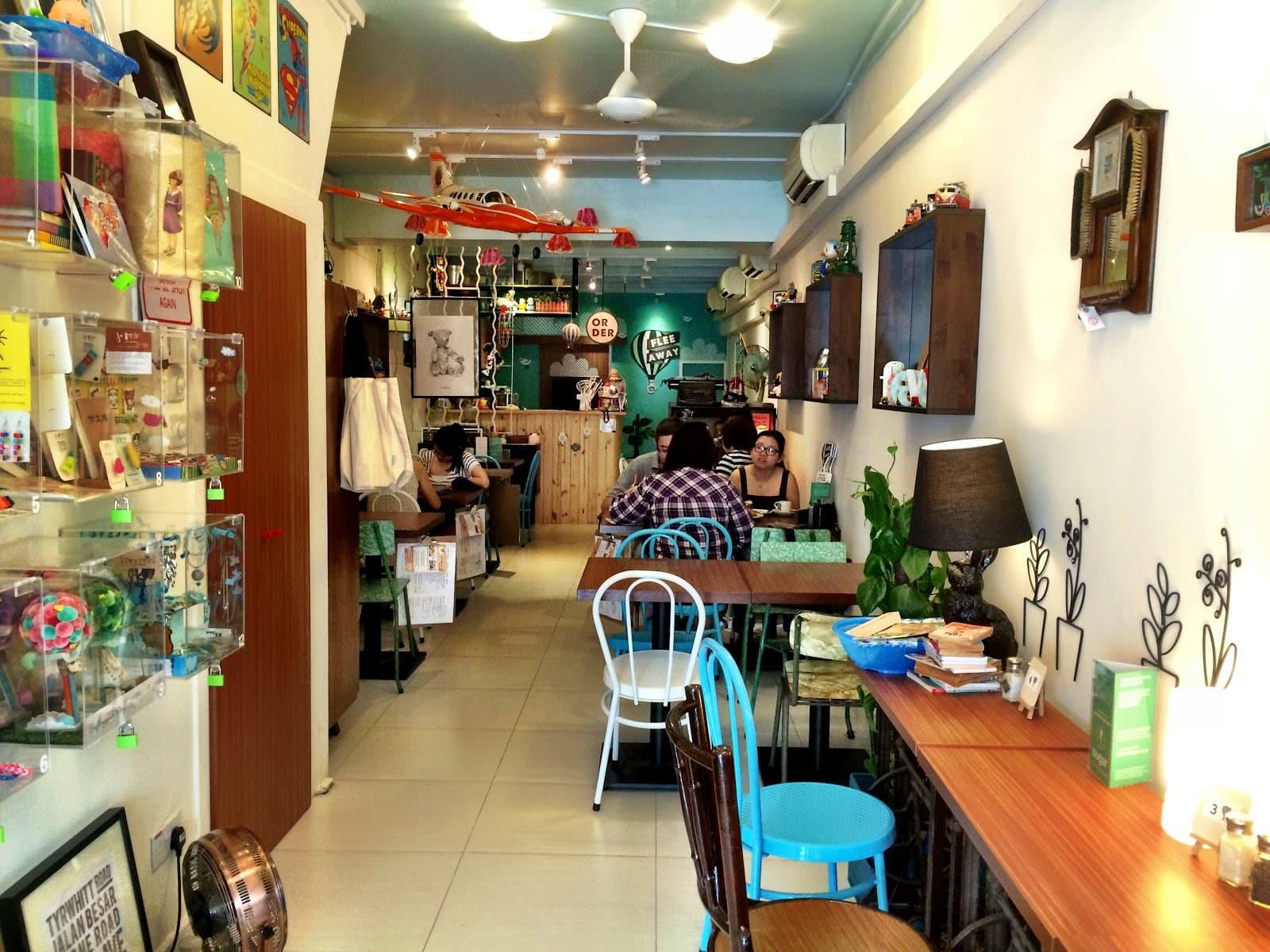 quán cafe ở singapore: nội thất quán flee away cafe