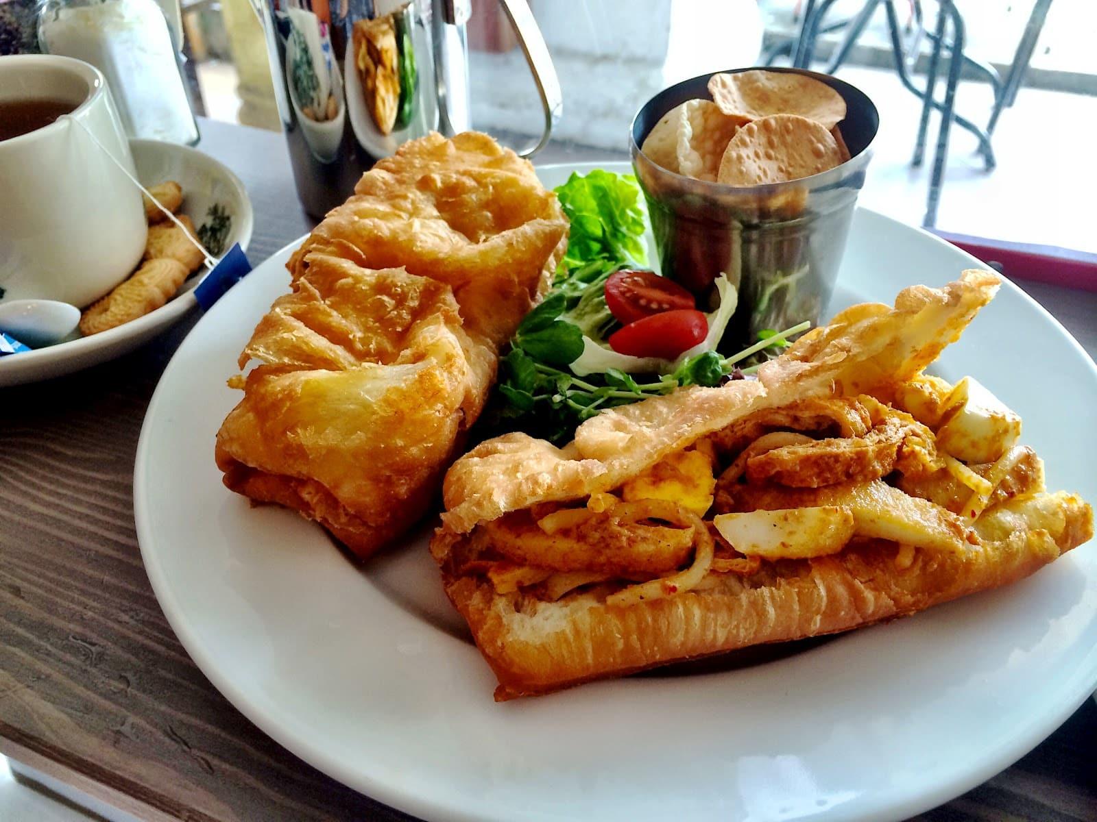 quán cafe ở singapore: món le char kuay ở flee away cafe