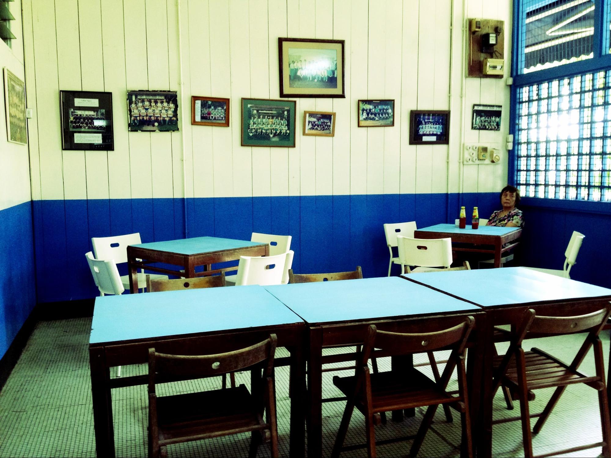 quán cafe ở singapore: nội thất colbar cafe