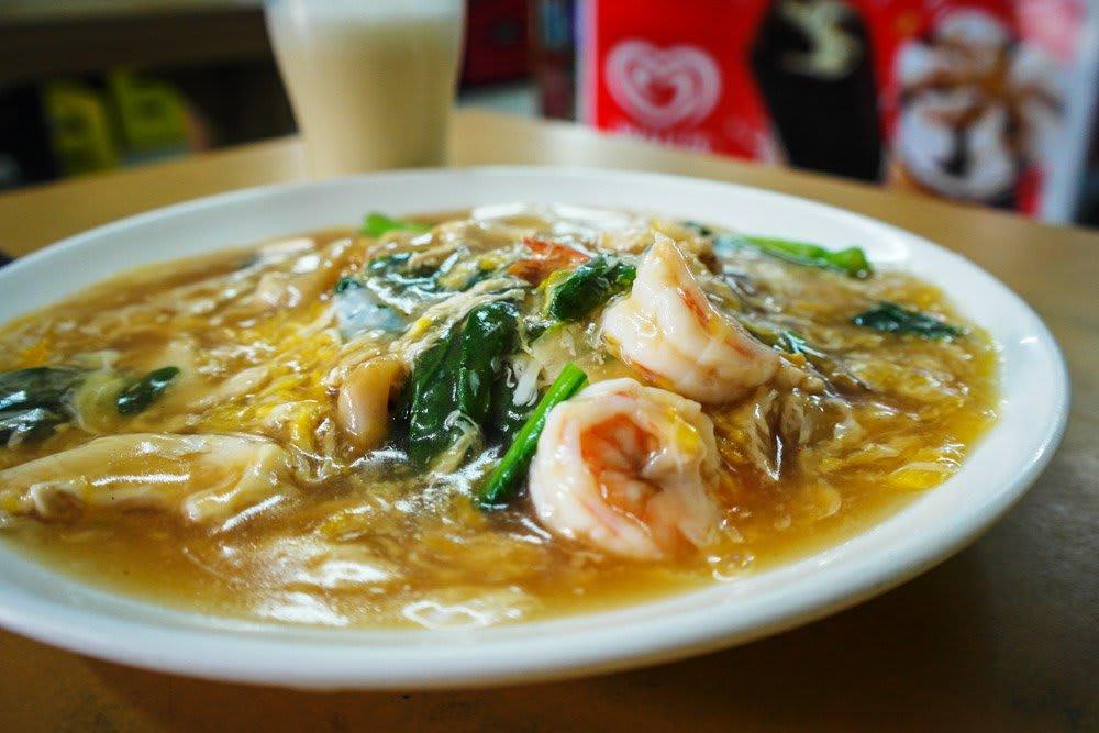 quán cafe ở singapore: món súp tại colbar cafe