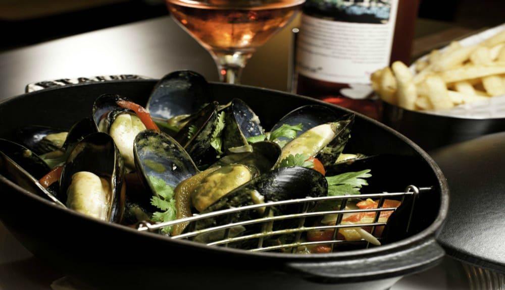món sò tại db bistro & oyster bar by daniel boulud