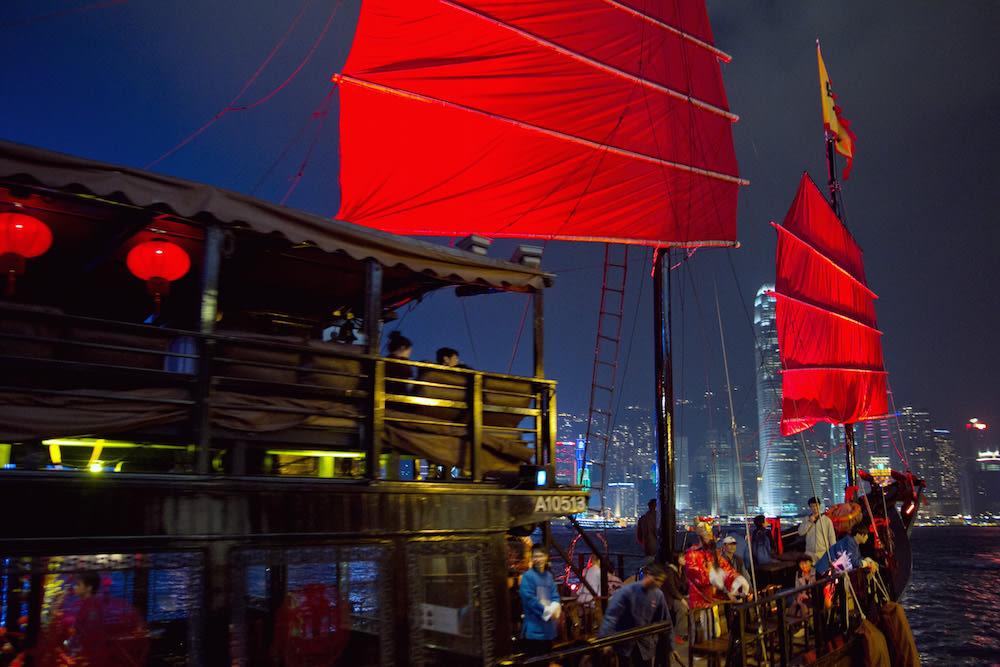 du thuyền ngắm cảnh đêm cảng victoria: aqualuna