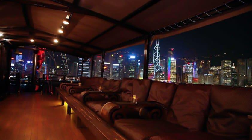 du thuyền ngắm cảnh đêm cảng victoria: bên trong thuyền aqualuna