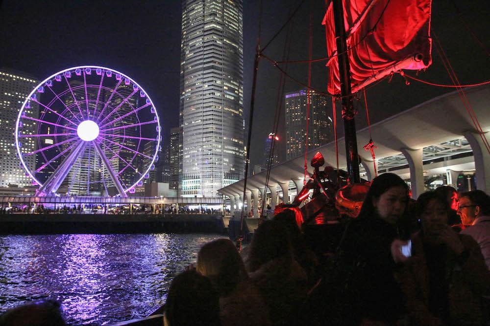 du thuyền ngắm cảnh đêm cảng victoria: aqualuna và symphony of lights