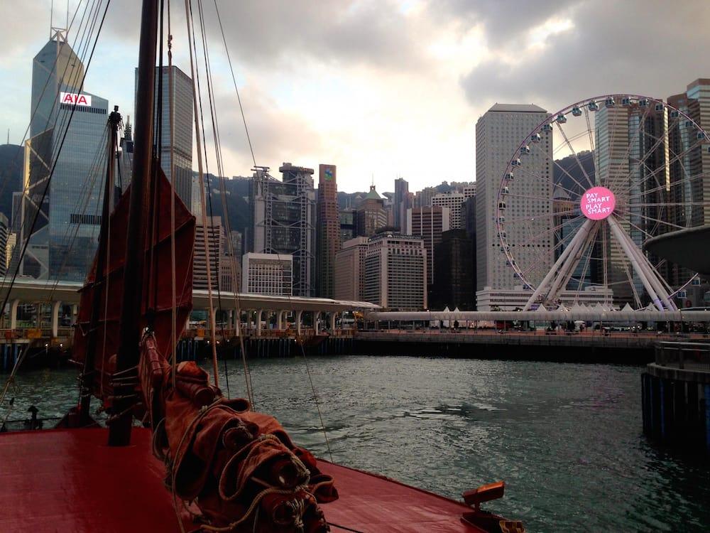 du thuyền ngắm cảnh đêm cảng victoria: duckling