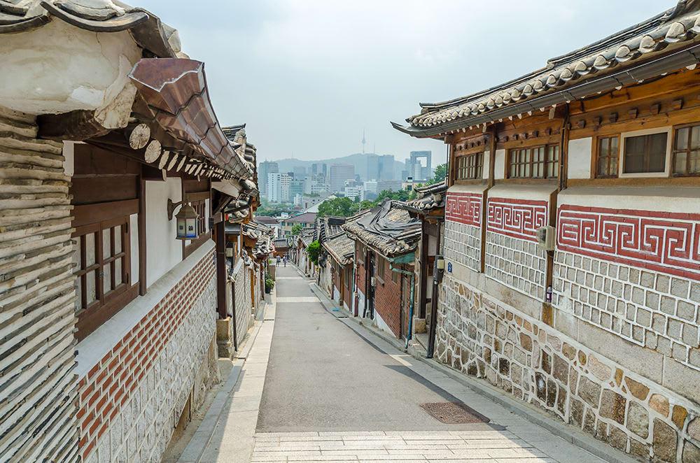 thăm làng bukchon hanok trong chuyến đi chơi cuối tuần ở seoul