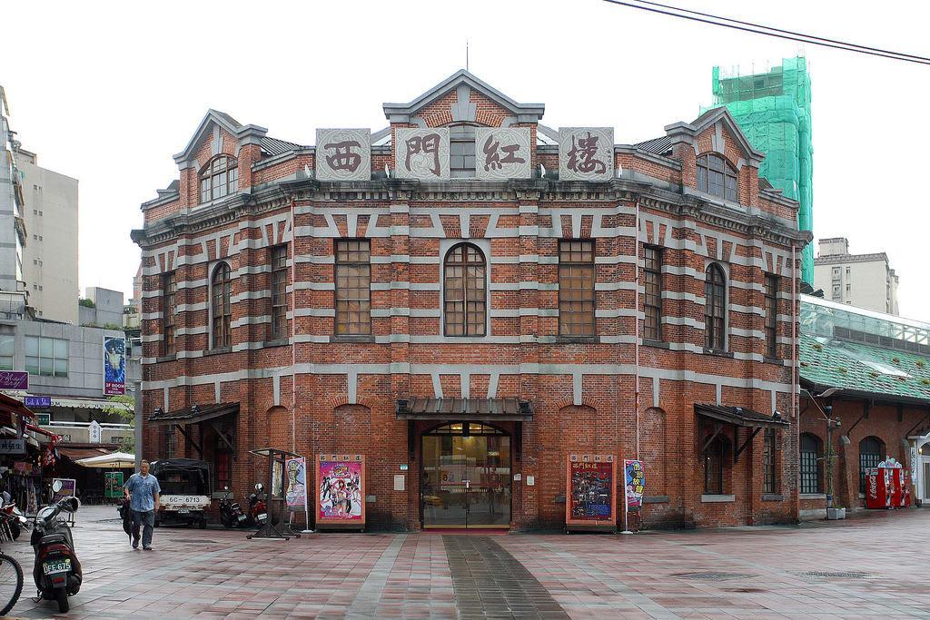 du lịch bằng xe lửa ở đài bắc: nhà hát red house