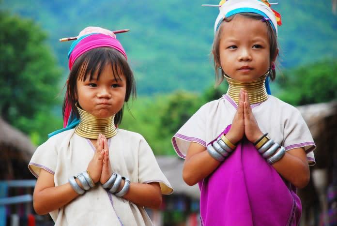 du lịch tự túc chiang mai: bé gái hill tribe
