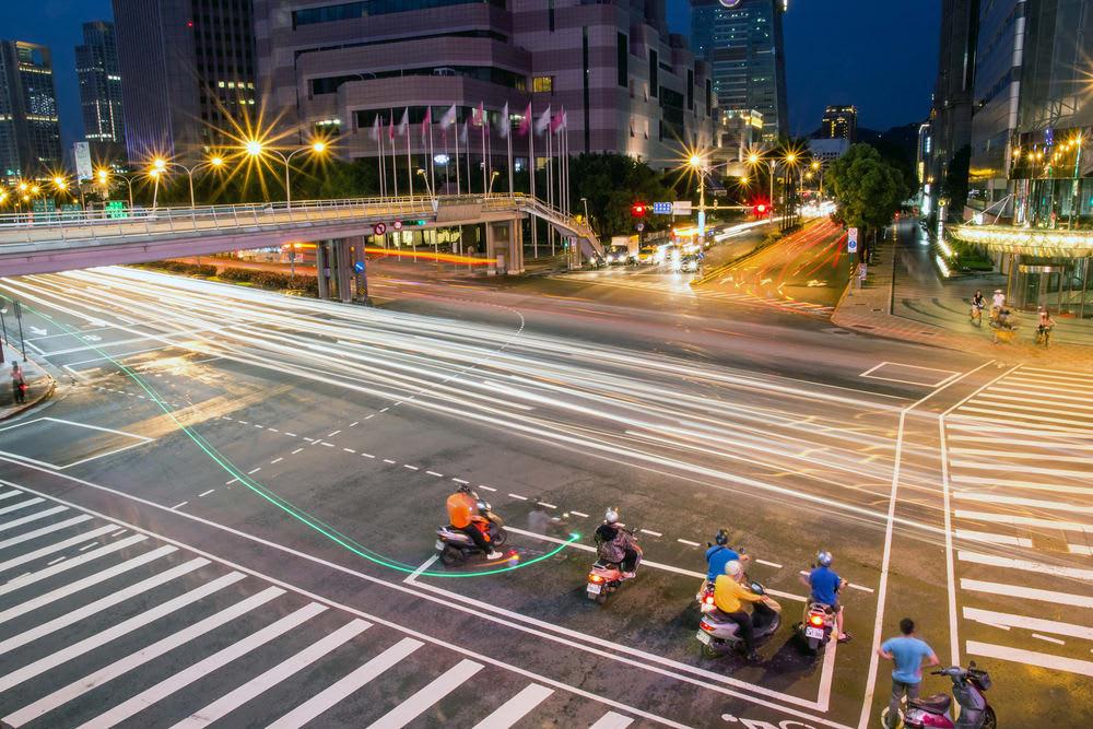 thuê xe máy và xe hơi ở đài loan để đi quanh phố buổi tối