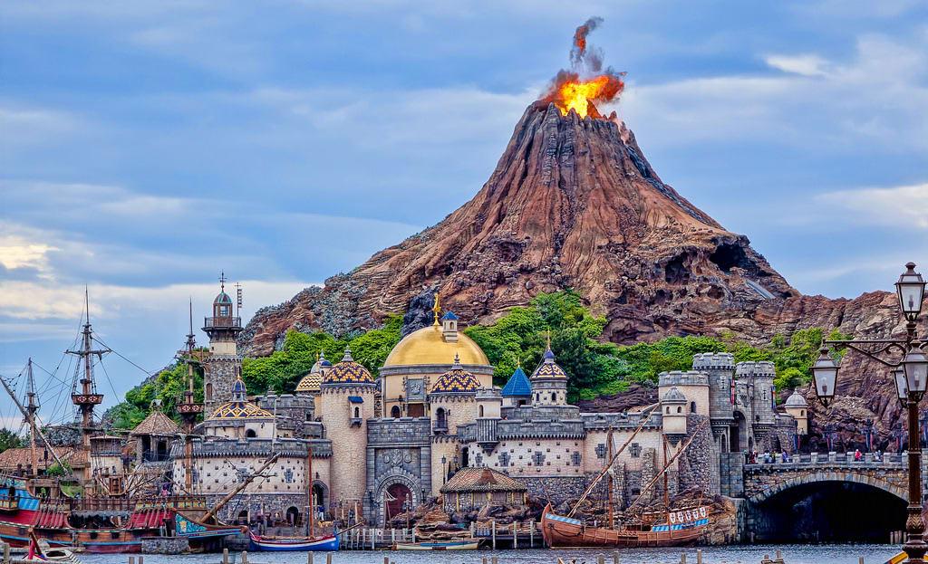 công viên đại dương tokyo disneysea: núi lửa prometheus
